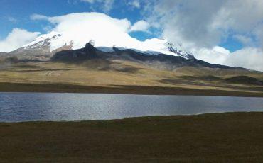 Pase por al lado del volcan Antisana durante el Condor Trek.