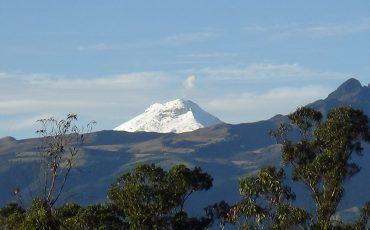 La cumbre del Cotopaxi se ve desde lejos cuando el tiempo está claro.