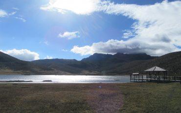 Durante el condor trek pasará por lagunas de montaña