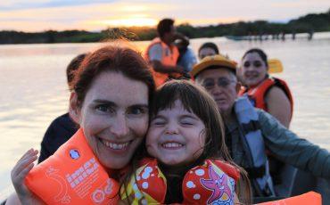 Un tour por los rios de la amazonia es una aventura para toda la familia.