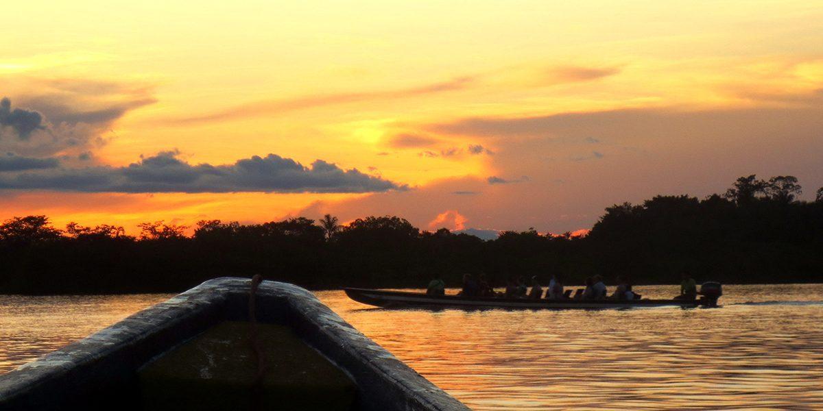 Disfruta de una puesta de sol maravillosa en Cuyabeno.