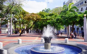 Guayaquil sera laultima estacion desu tour con auto de alquiler.