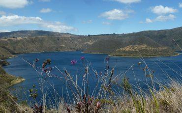 La laguna ciococha cerca de Otavalo es un lugar maravilloso para hacer caminatas.