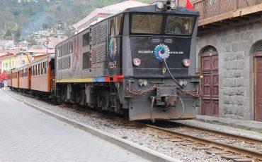 Viajer con un tren que hace un movimiento zig-zag es una experiencia interessante.
