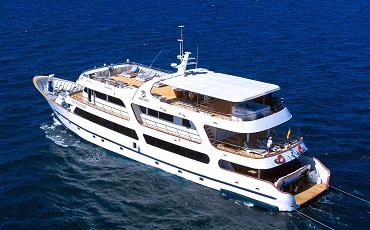 El Odyssey es un yate de primera clase en las Galapagos.