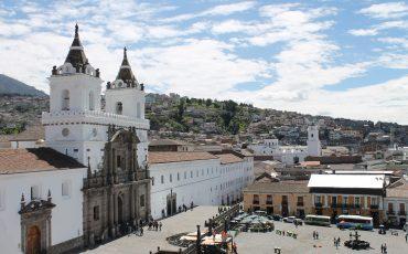 La plaza San Fracisco en Quito es uno de los lugares mas bonitos en Quito.