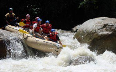 Rafting en un rio ecuadoriano le va a gustar si busca actividades de adrenalina