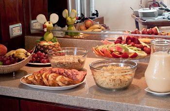 A bordo del catamaran Seaman puede disfrutar de deliciosos desayunos buffet.