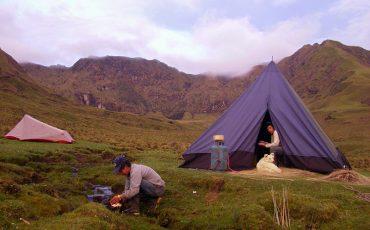 Acampará en el hermoso paisaje delos Andes de Ecuador durante el Condor trek.