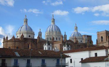 Cuenca es una de las ciudadaesqueva a visitar durante su tour con auto de alquiler.