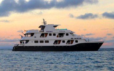 Cormorant es un yate de lujo en las islas Galapagos.