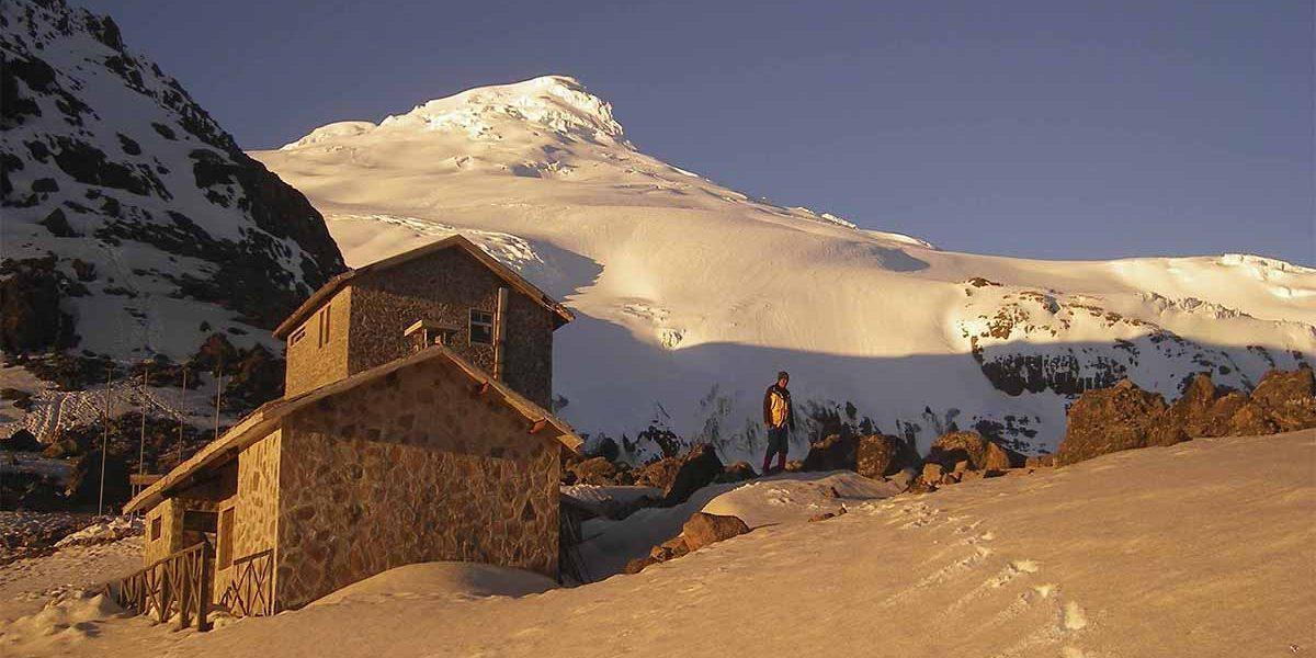 En la cumbre del Cotopaxi hay nieve.
