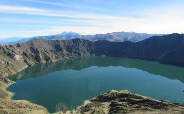 Desde el borde del crtaer hay una vista espectacular sobre la laguna Quilotoa.