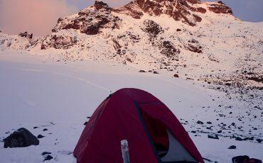 Acampará en area de glaciares durante el condor trek.