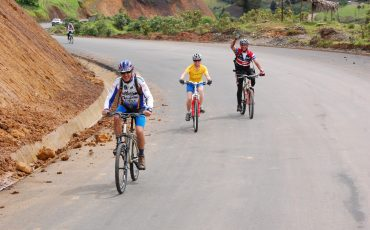 Hacer tours en bicicleta es una manera aventurosa de descubrir el pais