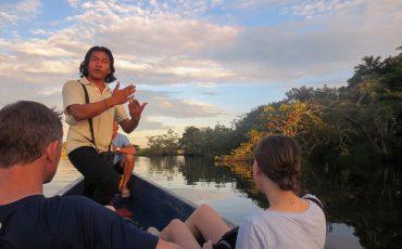 Un guia naturalista local le explicará el bosque lluvioso de Ecuador.