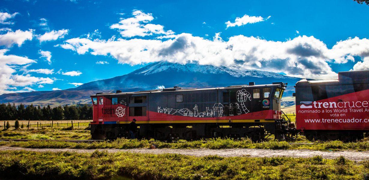 Pasa por ejemplo por el paisaje hermoso de los Andes ecuatorianos con el tren crucero.