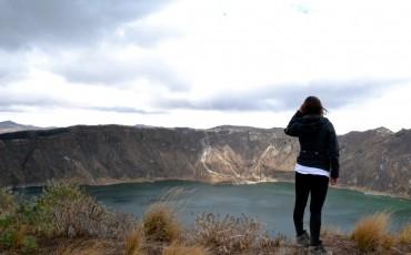 La vista desde el borde del crater Quilotoa es espectacular.