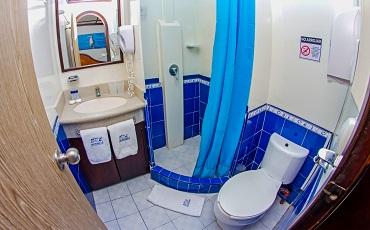 Archipel II – Cabin bathroom