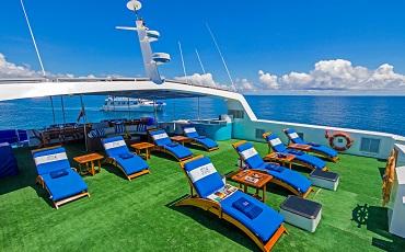 Archipel II shaded deck