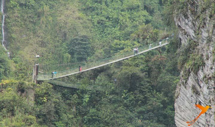 Baños Bridges on the way to Pailon del Diablo