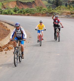 One of the multisport adventures in Ecuador is a bicycle tour.