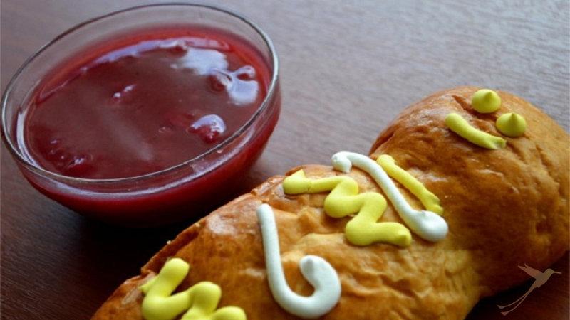During the Day of the Dead in Ecuador is eaten Guaga de pan and Colada Morada