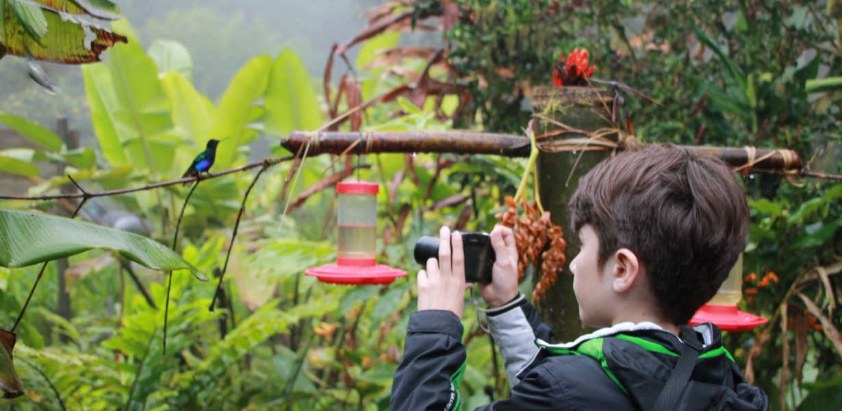 In the ecuadorian cloud forest there is a lot to discover for kids.