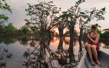 During canoe rides on the Cyabeno river you can observe the wildlife of the ecuadorian Amazon.