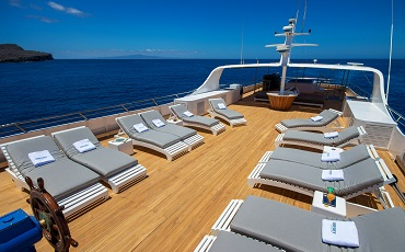 Relax at the sund deck of the catamaran Odyssey