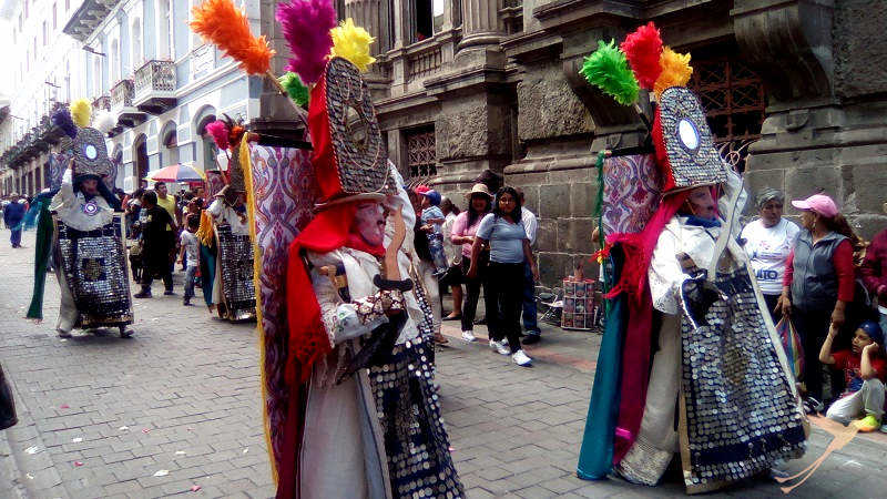 In the parades the different cultures of Quito are represented.