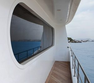 Enjoy views over the sea from the balcony of Petrel