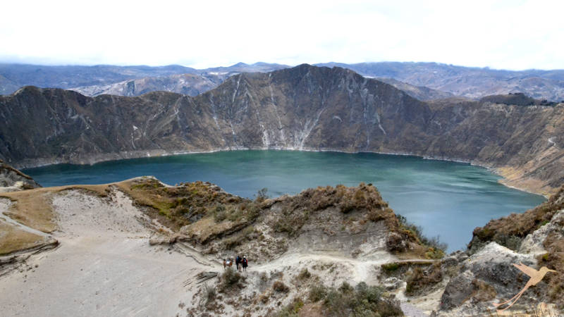 From the Quilotoa crater rim you can overview the whole crater lake.