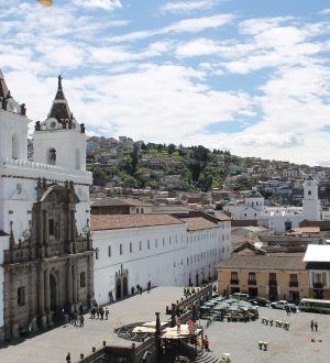 The San Francisco Square and Convent are important attractions of the historic center.