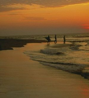Enjoy sunsets at the beaches during Ruta del Sol Tour