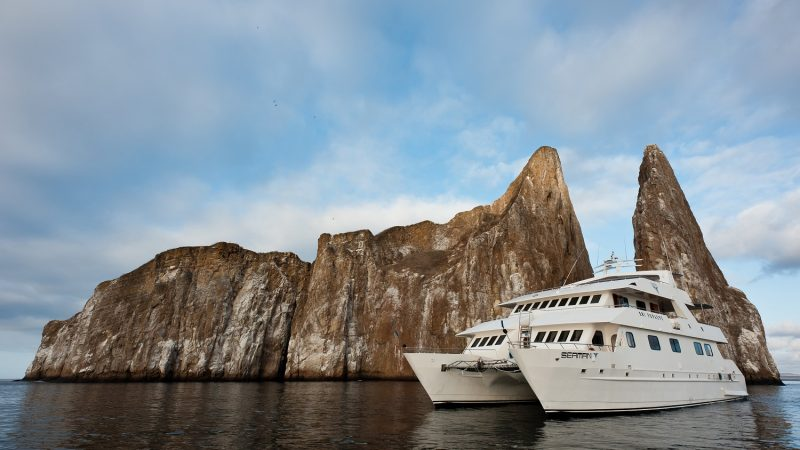 Discover the Galapagos Islands on a cruise with the first class catamaran Seaman