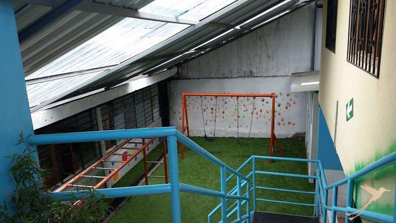 Friedns of SOLEQ.travel have donated syntetic meadow to the Refugio de los Sueños.