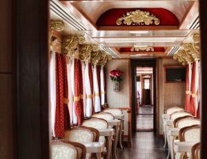 The wagons of tren crucero are very comfortable.
