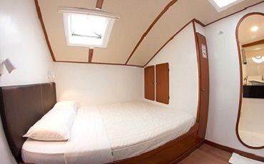 Enjoy your stay in the cozy matrimonial cabins of catamaran Nemo II.