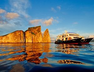 The Ocean Spray takes you to beautifuls spots of the Galapagos Islands