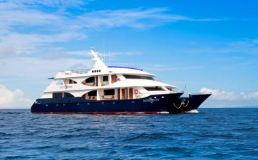 The yacht Ocean Spray offers Galapagos Cruises of different lenth