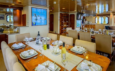 Enjoy tasty meals in the dining area of the Seaman Journet